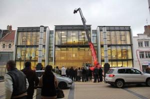 Pose de la maille de la Nouvelle Ecole d'Art le 2 novembre à Calais